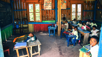 la ferblanterie de Dieudonné Violette à Madagascar