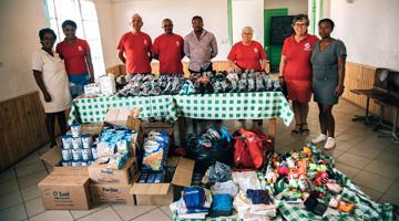 dons à l'association akany avoko madagascar avec agence Mahay Expédition