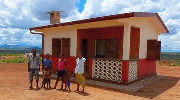 famille malgache aidée par l'association ASA à Madagascar
