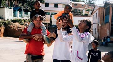 Les enfants de l'association Akany Avoko pendant les nombreux moments de détente que le centre leur offre.